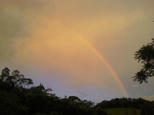 sempre há um arco íris depois da chuva, da série poentes... foto: arauto do futuro - 27-01-2010 - clique para ampliar